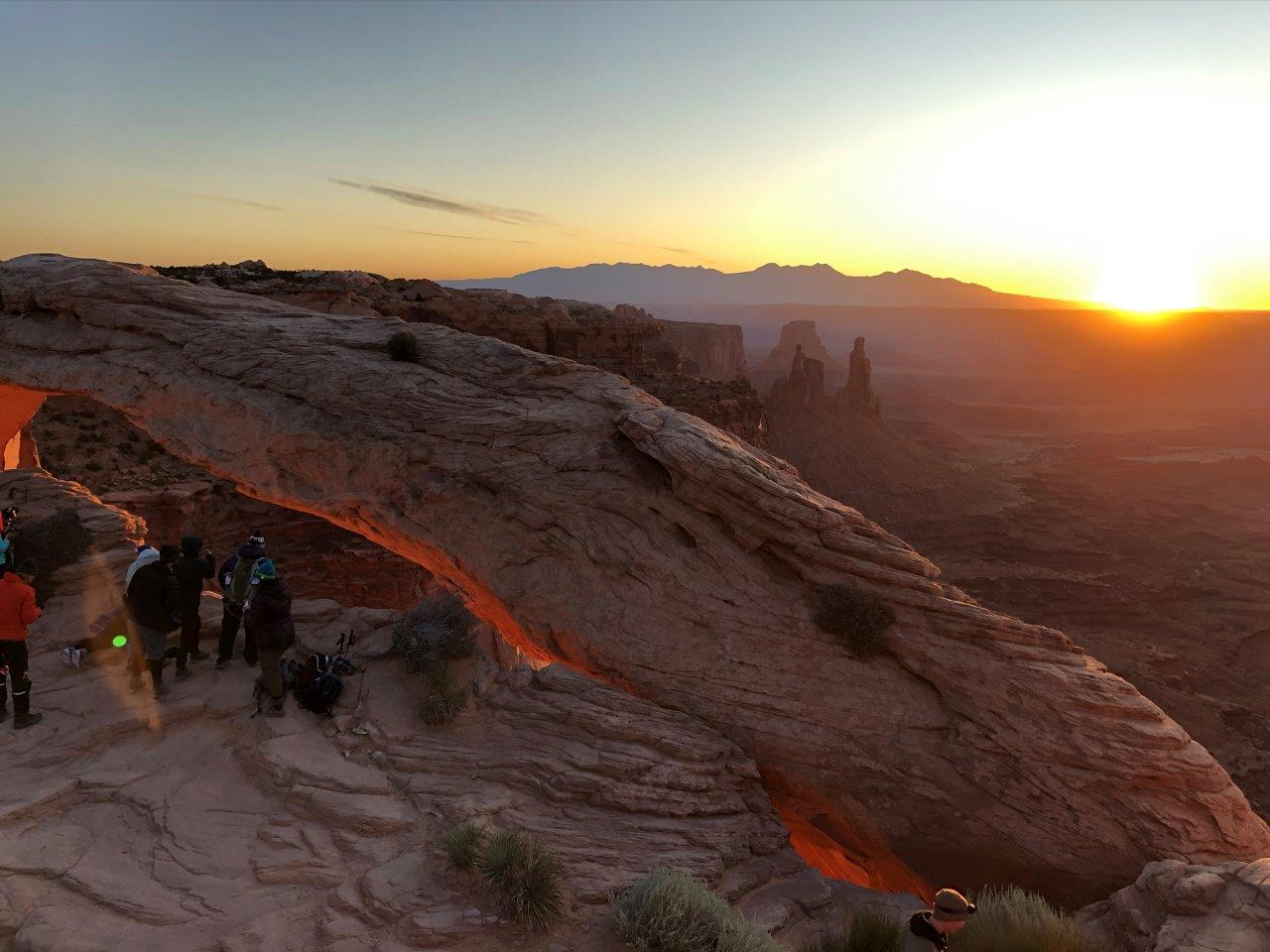 Canyonlands-Sunrise-crowds