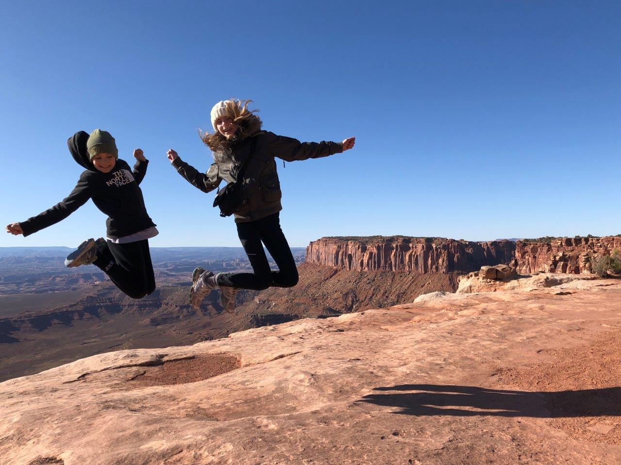 Canyonlands-kids-jumping