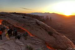 Canyonlands-Sunrise-crowds
